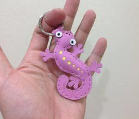 Joshua the Gecko leather keychain ( Pink )