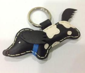 NiNi the Running Dachshund Leather Keychain ( Black / Blue collar )